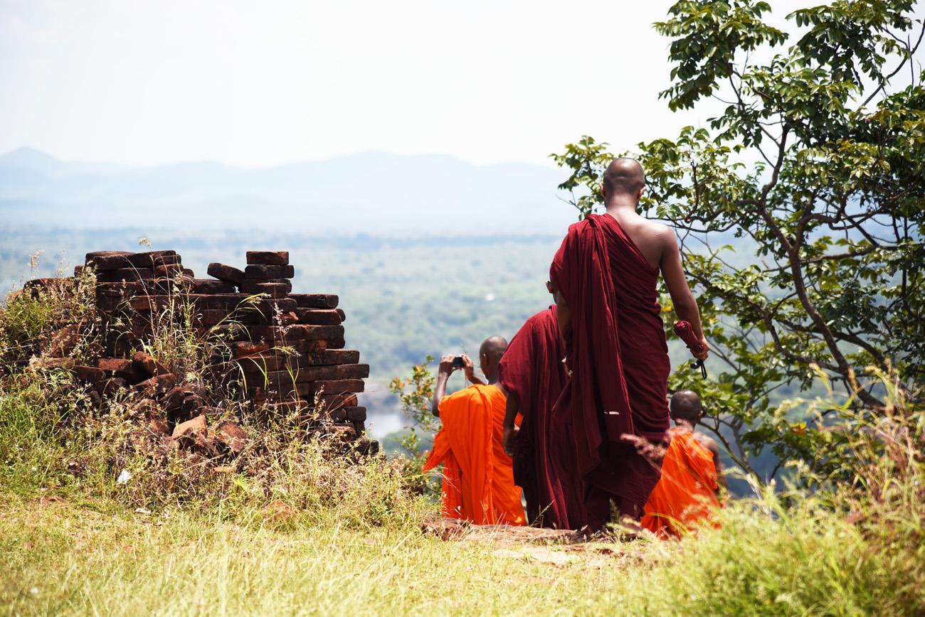 SriLanka_Monks_12