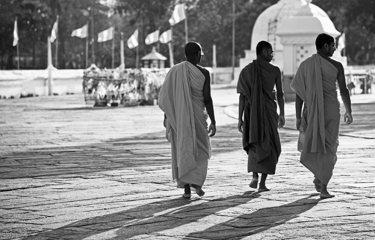 SriLanka_Monks_3