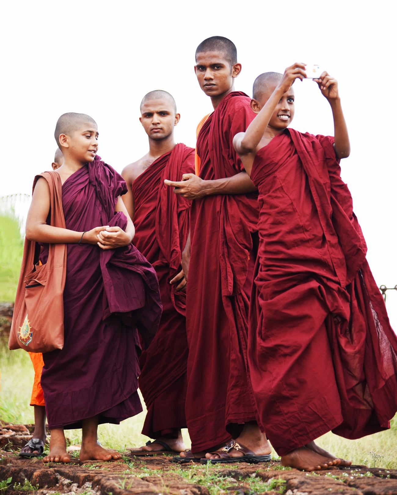 SriLanka_Monks_9